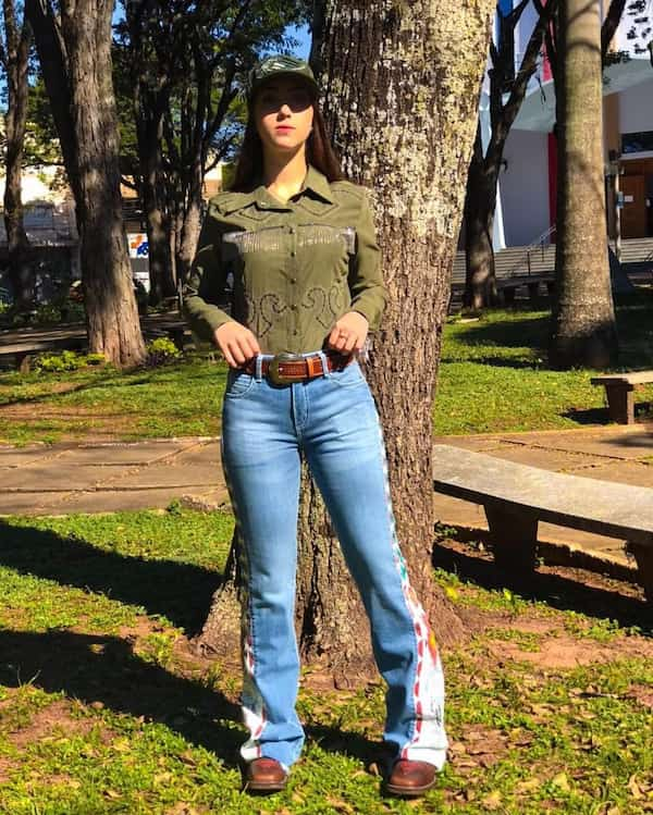 Long Sleeve + Face Cap +Open–ended Jeans + Boots