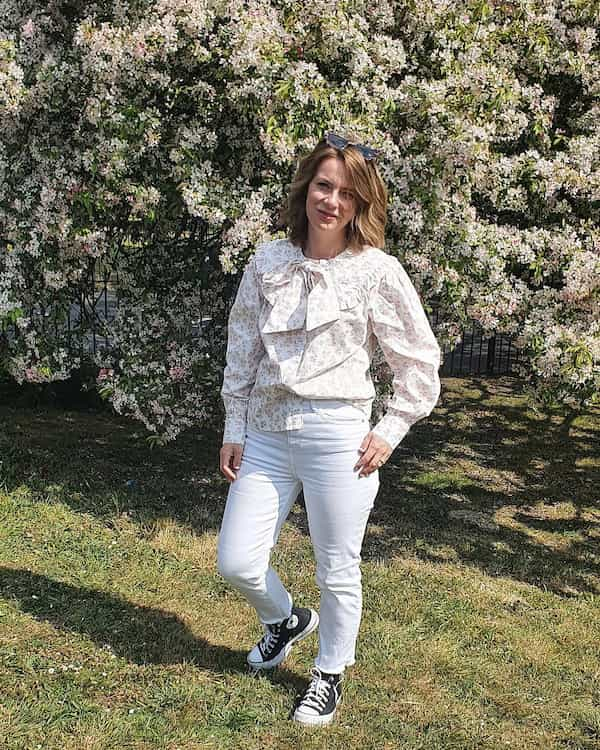Long Sleeve Floral Blouse with White Jeans and Converse Shoes +Sunglasses