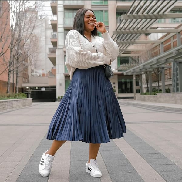 Pleats Midi Skirt with Jumper and Sneakers + Chic Bag