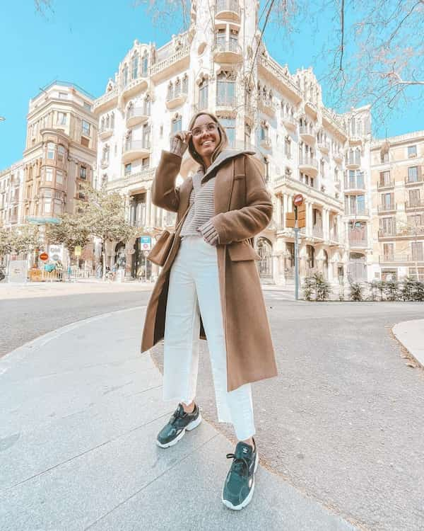 Shirt + Winter Coat with White Jeans and Sneakers + Body-Cross Bag